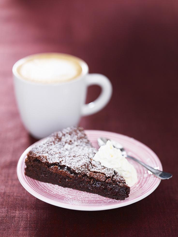 A mudcake and a Latte!