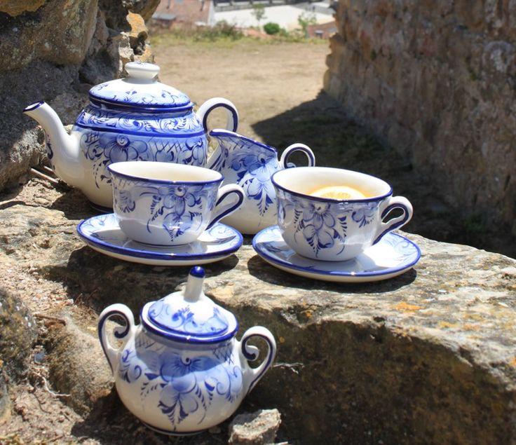 Handmade ❀ Grinalda Azul - Conjunto de chá em faiança pintado à mão, elaborado em fábrica local e familiar. Com pintura em tons de azul que remetem para os desenhos tradicionais da cerâmica antiga e tradicional de Alcobaça. Inspired by Lemon