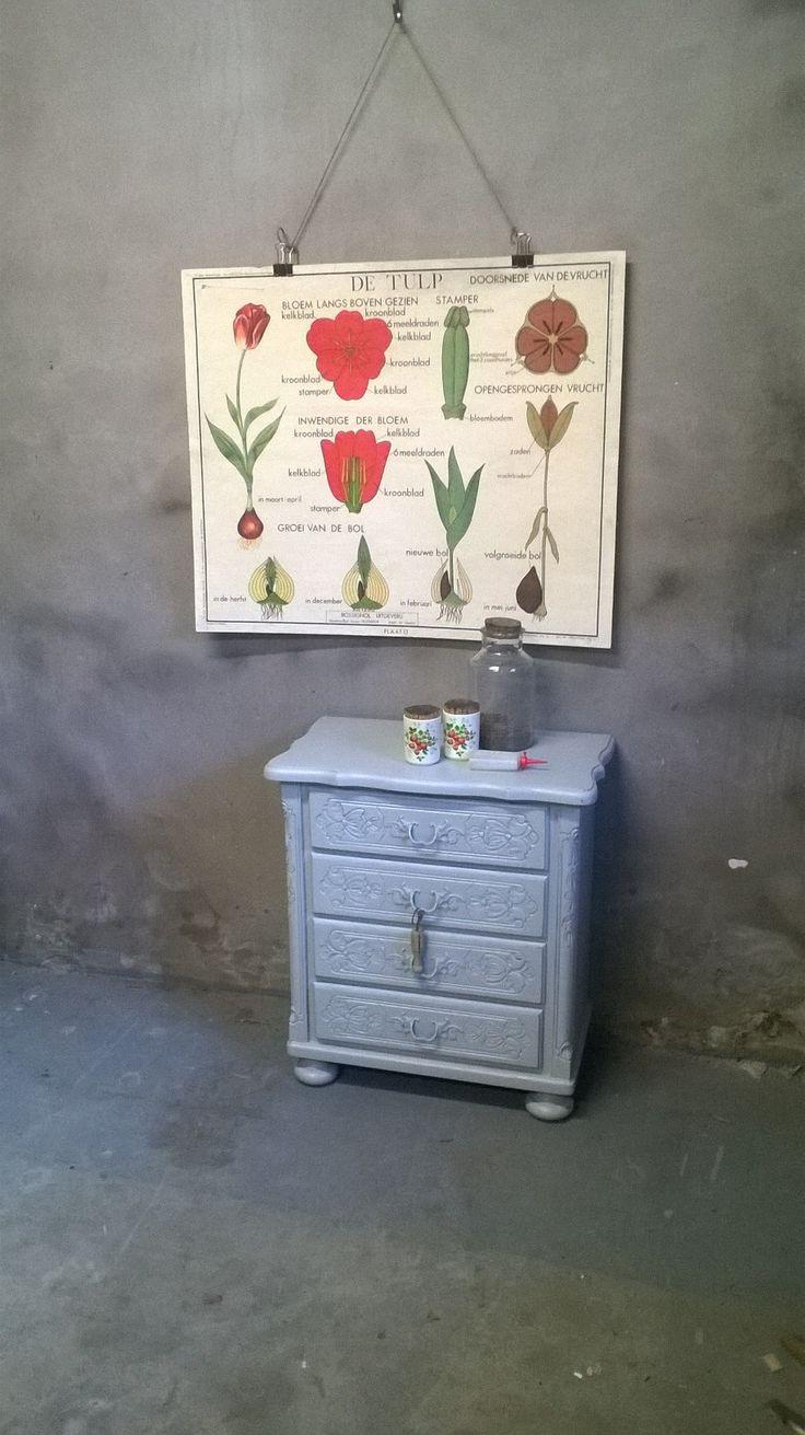 Schattig bloemenkastje #ladenkast #brocante #schoolplaat #bloemen www.als-nieuw.com