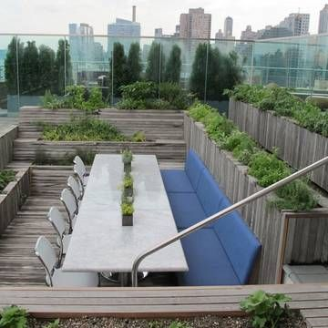 Decked roof terrace for 'en masse' entertainment.