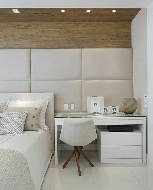 Quarto l Destaque para a bancada utilizada na lateral da cama, e painel estofado! Projeto @patyfranco72 @claudia_pimenta Boa noite #home #decoracao #interiordesign #goodnight #boanoitinha #arquiteto #bedroom #Quarto #luxury #decor #fã #architecture #arquitetura #instalike #instadecor #decoracion #architect #night #instamood #mood #design #blogfabiarquiteta #fabiarquiteta