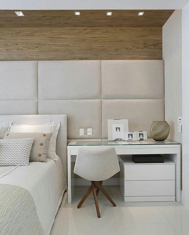 Quarto l Destaque para a bancada utilizada na lateral da cama, e painel estofado! Projeto @patyfranco72 @claudia_pimenta Boa noite  #home #decoracao #interiordesign #goodnight #boanoitinha #arquiteto #bedroom #Quarto #luxury #decor #fã  #architecture #arquitetura #instalike #instadecor #decoracion #architect #night #instamood #mood #design #blogfabiarquiteta #fabiarquiteta