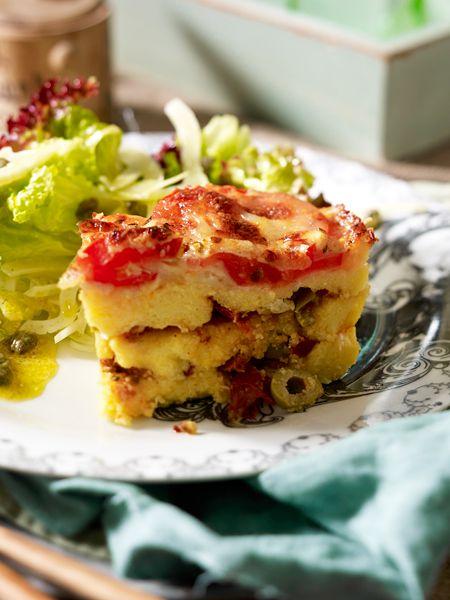 Parmesan-Polenta-Lasagne mit Oliven und Tomaten