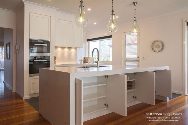 A modern/traditional style kitchen with all the practical solutions you could wish for! www.thekitchendesigncentre.com.au @thekitchen_designcentre