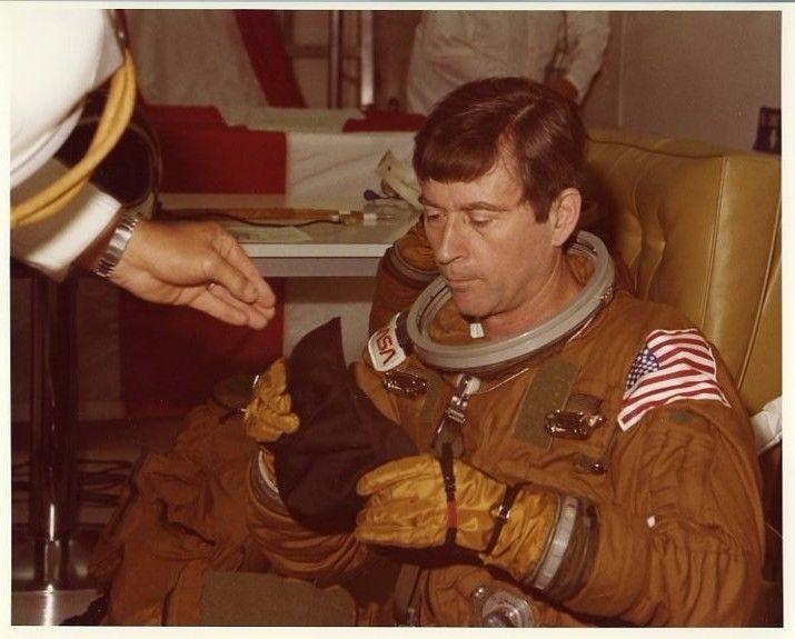 STS-1 / Original NASA 8x10 Press Photo - John Young in Suit Room FOR SALE • $5.95 • See Photos! Money Back Guarantee. Original 1981 vintage NASA issued 8x10 color press photo (on Kodak paper) showing STS-1 commander John Young in suit room at Kennedy Space Center. Photo has original NASA caption on 201990904511