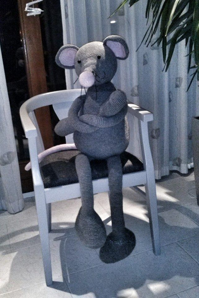 Gehaakte grote muis te koop of als inspiratie #crocket #grey #grijs #gehaakte #mega #big #mouse #meters #inspiration #koop #groot #oren #dieren #haken #lief #kinderen