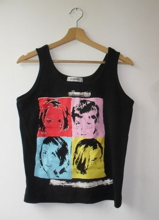 Kup mój przedmiot na #vintedpl http://www.vinted.pl/damska-odziez/koszulki-na-ramiaczkach-koszulki-bez-rekawow/14423260-czarna-koszulka-z-aplikacja
