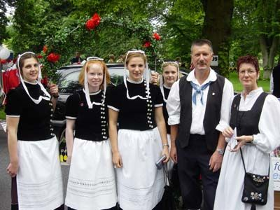 Clothing: When Germans go out anywhere they typically wear dark colors and are very well dressed. If you are sloppy it is considered  inappropriate.