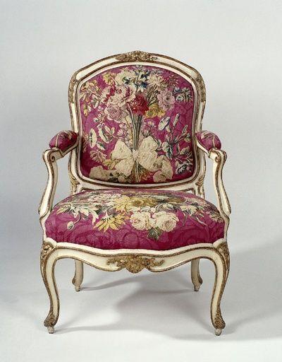 Armstoel bekleed met tapisserie met bloemboeketten | Gourdin, I.