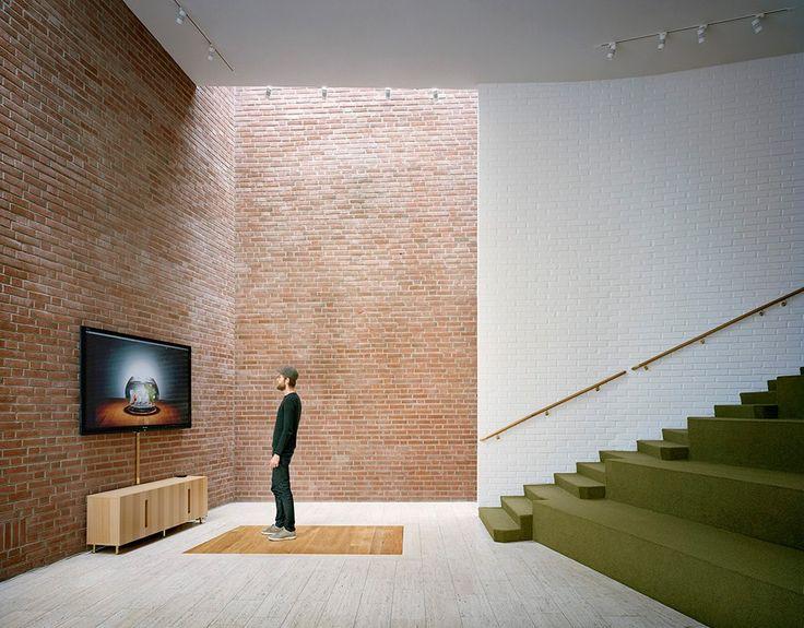 Wall washer on bricks
