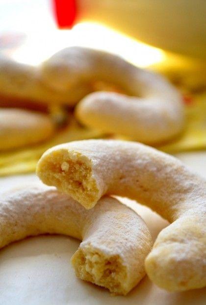 Pudingli Kurabiye toz puding karışımı ile yaptığım seveceğiniz güzel bir kurabiye tarifi. Ay şeklindeki bu kurabiye piştikten sonra üzerine pudra şekeri elenip soğuk olarak ...