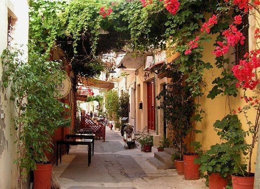 Lovely narrow street at the old town of Rethymno!