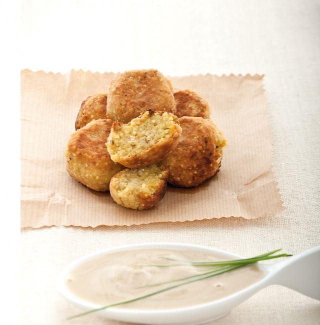 Falafel di quinoa e legumi con salsa al sesamo. Ricetta di Barbara Toselli. Tratta dalla rivista Cucina Naturale.