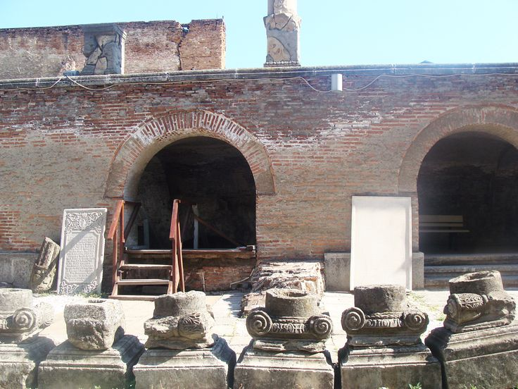 """It is a medieval building dating from the fourteenth century, extended in 1456-1462 and in 1476 by Vlad Tepeş, and rebuilt by Mircea the Shepherd in 1545-1554, 1558-1559. To the Ensemble also belongs the church """"Annunciation"""" (""""Buna Vestire""""). The Court was rebuilt after 1640 by Matei Basarab, and had new sections built during the time of Constantin Brâncoveanu and Ştefan Cantacuzino. Old Court Museum is an outdoor museum in Bucharest, located in the Lipscani area on the Old Court ruins."""