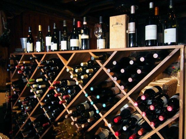 Ravintola Origon viinihylly #visitsouthcoastfinland #ravintolaorigo #hanko #origo #ravintola #restaurant #wine #viini #bottle #viinipullo