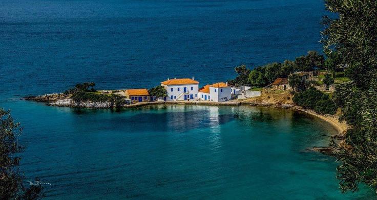 Τζάστενη, μια μικρή πανέμορφη παραλία που βρίσκεται στο δρόμο για το Τρίκερι - Πήλιο