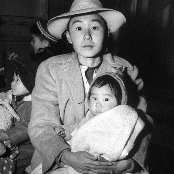 第二次大戦中のアメリカ。日系人強制収容所での生活を伝える写真