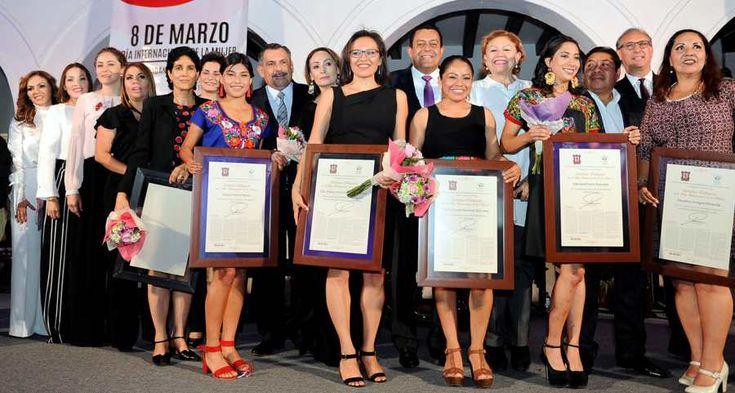 En Sesión Solemne de Cabildo, el edil y las y los regidores, entregan reconocimientos como Ciudadanas Distinguidas, por su trayectoria y trascendencia.