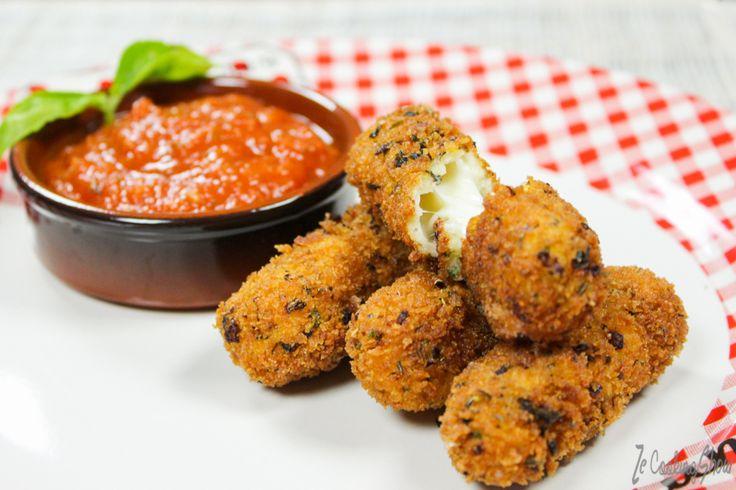 Des Bâtons de Mozzarella Panés à l'italienne. L'irrésistible fondant italien à l'heure de votre apéro, servi avec une sauce Marinara, plaisir garantie.