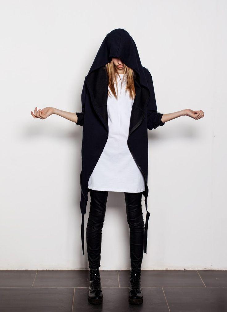 """SOWHAT? - российский бренд уличной моды Мантия """"Ветер"""" - 2990р.: Абсолютно новый крой, большой капюшон, двойная молния расположенная по косой, боковые карманы, необработанные края рукавов, легкая хлопковая ткань. http://swht-wear.ru/women/12-mantiya-veter.html"""