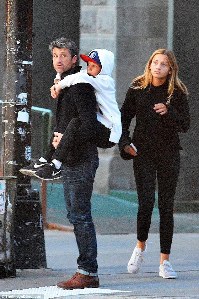 tiempo de la familia: Patrick Dempsey fue a dar un paseo por Nueva York con la hija Tallula y uno de sus hijos gemelos, Sullivan o Darby