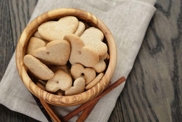 Печенье может быть самой разной формы, его также можно украсить глазурью