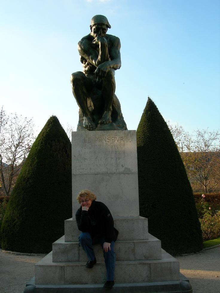 Photo Paris_Rodin :   Les bottes Blundstone noires ont été ma meilleure acquisition en octobre 2005.  Elles ont voyagé et je les utilisent à toutes les saisons. Elles m'ont bien servie à Paris lors d'une promenade au Musée de Rodin en novembre 2007.  Réflexion en compagnie du « penseur de Rodin ». #yourboots