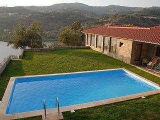 Casa com vistas magníficas sobre Douro, acesso directo ao rio e piscina privadaAluguer de férias em Douro Litoral da @homeawaypt