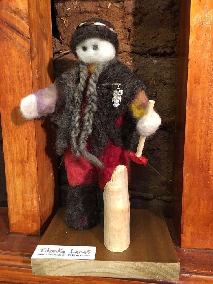 Mapuche talando, figura de fieltro de Tilonka Lanas, CLP 22.000