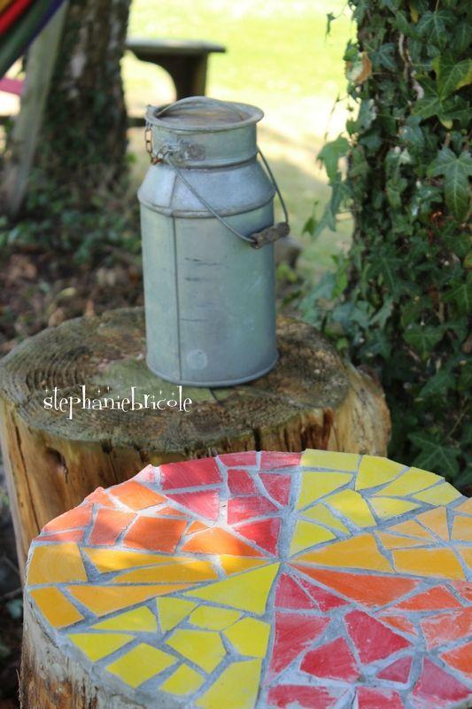 diy mosaique r cup colorer une souche d arbre diy. Black Bedroom Furniture Sets. Home Design Ideas