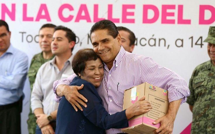 Inaugura el gobernador de Michoacán la pavimentación e introducción de la red de agua potable en la calle del Divino Niño, con una inversión de 600 mil pesos – Tocumbo, ...