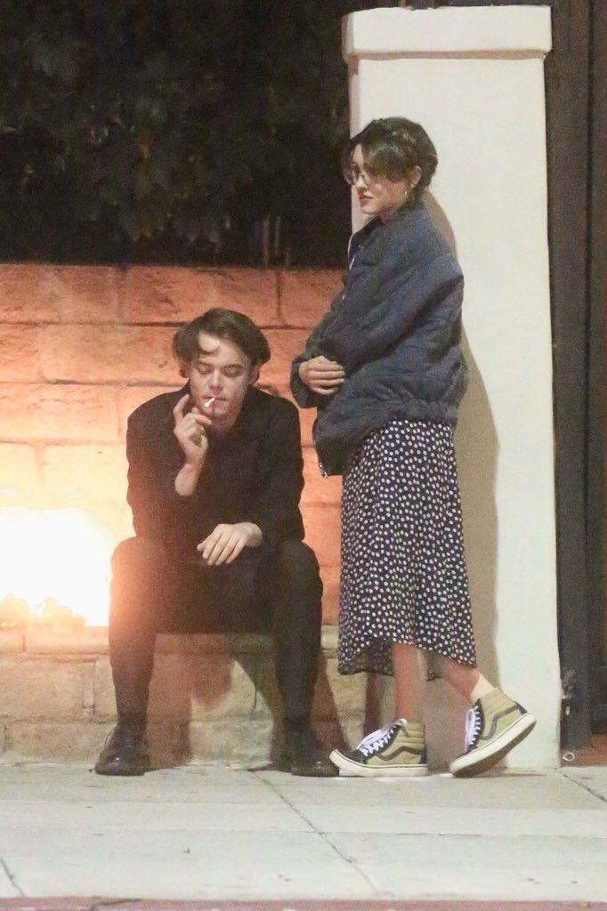 Charlie Heaton And Natalia Dyer With Images Couples 90s
