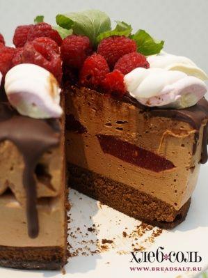 Шоколадный торт-суфле с малиновым конфи