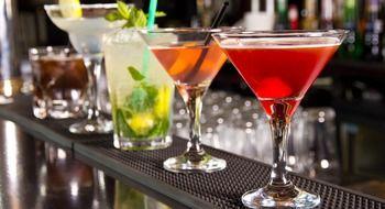 6 bebidas alcoólicas relativamente baixas em calorias  21 Aug 2014  Com um pouco de conhecimento a seleção de bebidas alcoólicas não tem que ser tão confusa. Sem dúvida há várias opções que levam tantas calorias como um sanduíche de frango ou uma fatia de bolo.  Saber quais ingredientes contêm um monte de calorias e saber trocá-los você pode ajudá-lo a evitar fazer um dano grave à sua dieta.  Abaixo listamos uma série de bebidas que podem conter menos álcool em comparação com outras que são…
