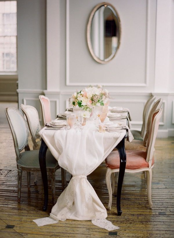 : Dining Rooms, Idea, Tables Sets, Chairs, Vintage New York, Linens, Tablecloths, Dinners Parties, Tables Runners