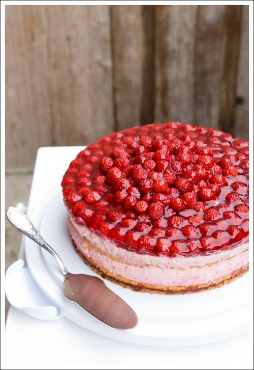 Berry Lovely! Raspberry Moose Cake. Yummo. Would love to attempt this when closer to the warmer weather!!