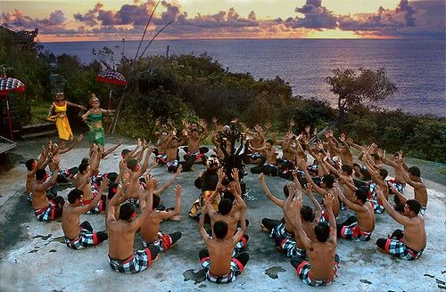 "Tari Kecak biasanya disebut sebagai tari ""Cak"" atau tari api (Fire Dance) merupakan tari pertunjukan masal atau hiburan dan cendrung sebagai sendratari yaitu seni drama dan tari karena seluruhnya menggambarkan seni peran dari ""Lakon Pewayangan"" seperti Rama Sita dan tidak secara khusus digunakan dalam ritual agama hindu seperti pemujaan, odalan dan upacara lainnya. Tidak seperti tari bali lainnya menggunakan gamelan sebagai musik pengiring tetapi dalam pementasan tari kecak ini hanya…"