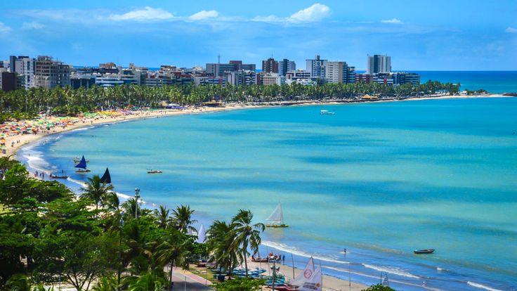 Maceió é a porta de entrada para quem visita o Estado de Alagoas. Para nós, não foi diferente. Nós chegamos na capital alagoana e reservamos dois dias para explorar as praias e pontos turísticos de Maceió. Mas o que fazer em Maceió. A verdade é que muita gente viaja para Maceió e de lá mesmo,...
