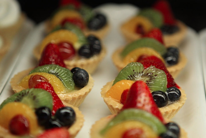 17 best images about sweet savory tarts on pinterest for Sweet canape ideas