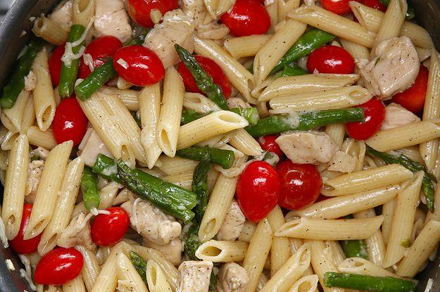 Preview: Seja light com este macarrão de frango com aspargos