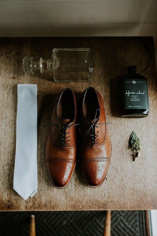 Rustic groom style | Image by Luke Liable Photography