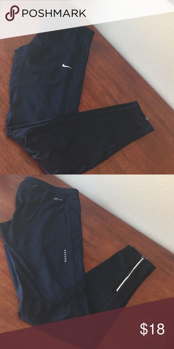 Black Nike Running Tights Leggings XL So cute! Black Nike running tights. Drawstring waist. Zippered pocket on back of waist perfect for keys. Mesh behind knees. Zippers at ankle. Worn 2x. Nike Pants Leggings