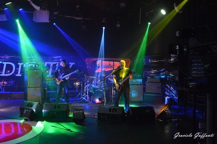 """La Triple Nelson es un grupo de rock uruguayo formado en enero de 1998 e integrado inicialmente por Christian Cary, Fernando """"Paco"""" Pin..."""