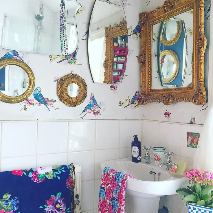 I don't often post bathroom photos but I'm rather chuffed with its little facelift! Tweet tweet ... And have a lovely Thursday xx  #vintagehome #vintagedecor #vintagestyle #myvintagehome #myview #myviewrightnow #cornersofmyhome #mycolourfulhome #colourfulhome