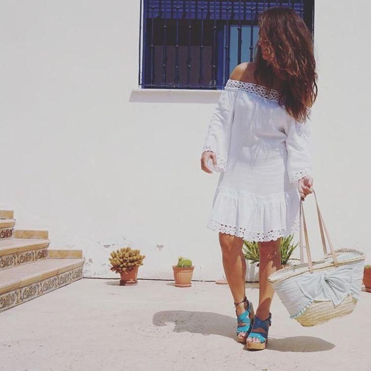 Vuelve el influjo de los vestidos blancos 👗 #summerlook #chic #fashion #trendy #style #shopping #shop #barcelona #florencia #shoppingdays #sales #summer #verano #vestidos #dresses #outfit #tendencias #instapic #streetstyle #getthelook #inspiratios #florenciashop