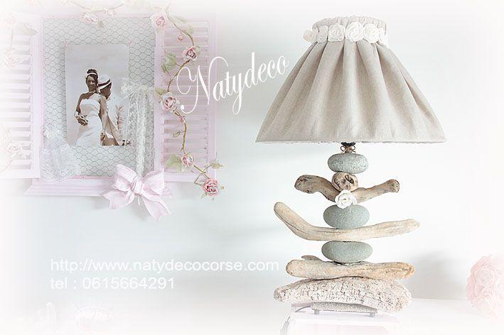 """Nouvelle lampe de salon en bois flotté et galet gris vendu sans l'abat jour ou avec """" voir rubrique abat jour déhoussable et lavable """" sur mon site http://www.natydecocorse.com"""