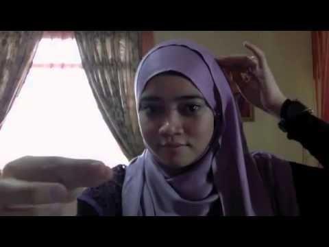 Cara Pakai Jilbab Hana Tajima  Karakter jilbab ala Hana Tajima ini memberikan kesan casual dan trendi tanpa mengabaikan syar'i. Banyak gadis...