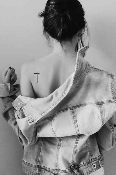 La cruz minimalista | Los mejores diseños de tatuajes según Pinterest