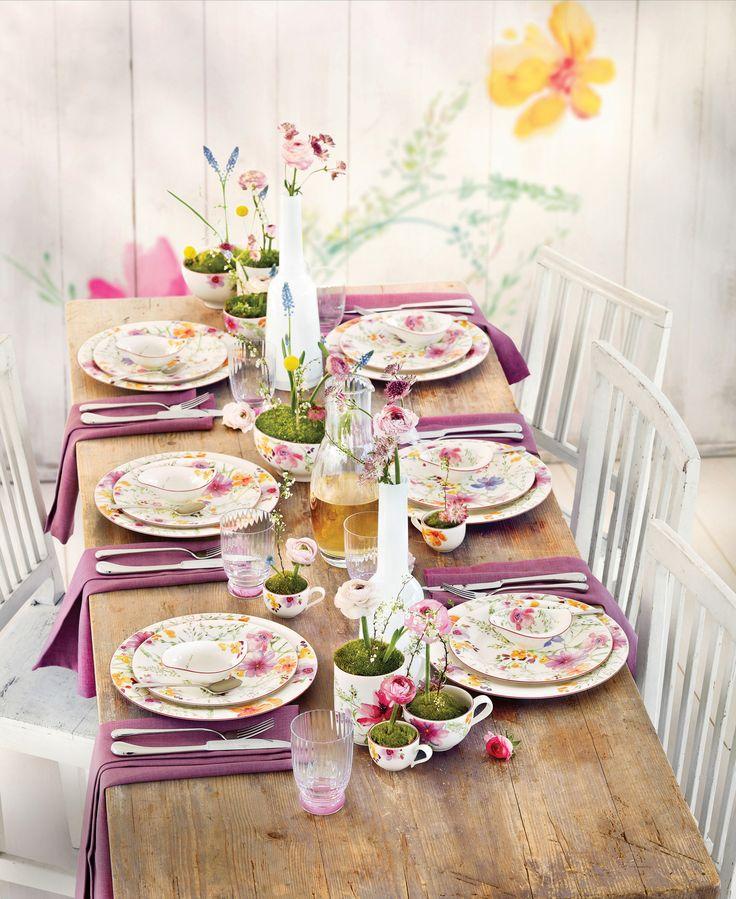 Kolorowa łączka. Kolekcja Mariefleur, Villeroy & Boch #stół #wielkanoc #easter #spring #flower #flowers #pink #wood #colourful #glass #table