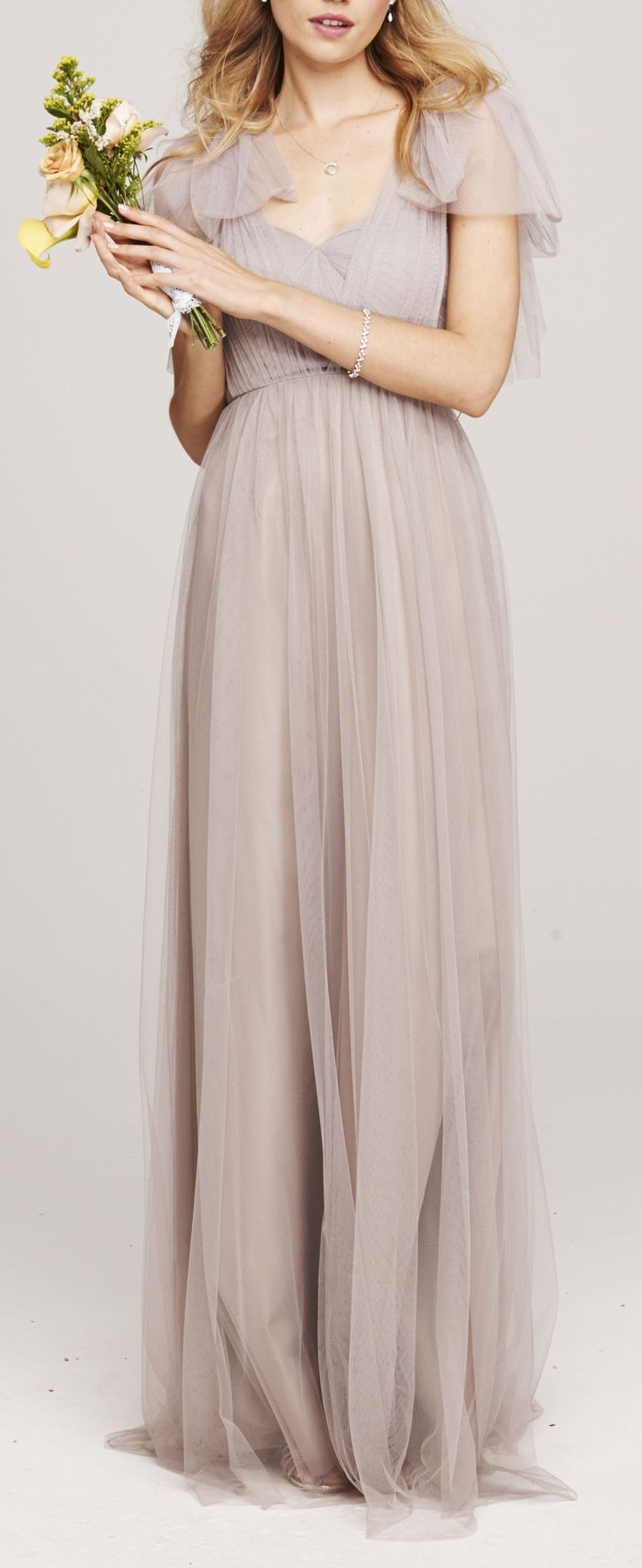 Grey bridesmaid dress. Love, love, love this! I want my bridesmaids to look gorge too :)